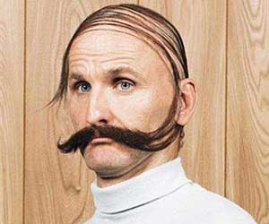 calvitie moustache